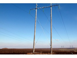 Энергетики ФСК ЕЭС заменили опоры ЛЭП, обеспечивающих электроэнергией промпредприятия в Ростовской области