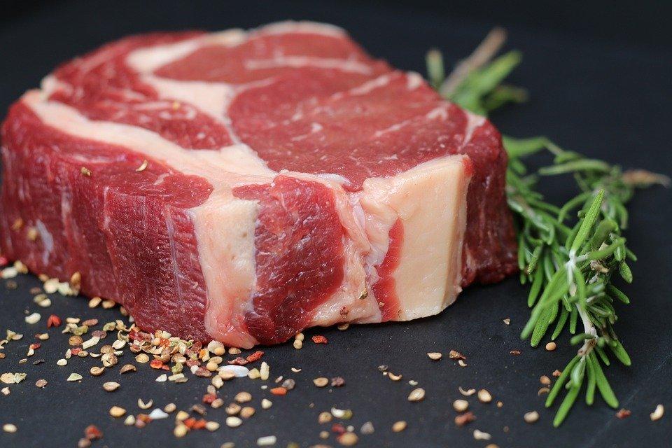 В Украине продолжает дорожать мясо