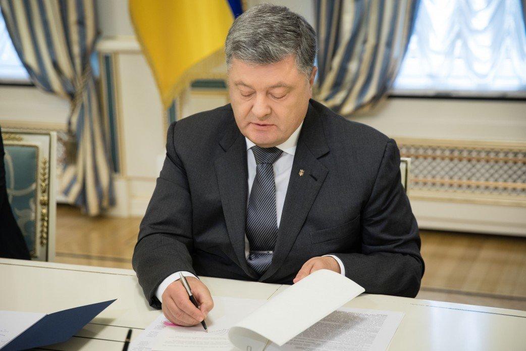 Порошенко подписал закон, передающий все подследственные дела Антикорсуду