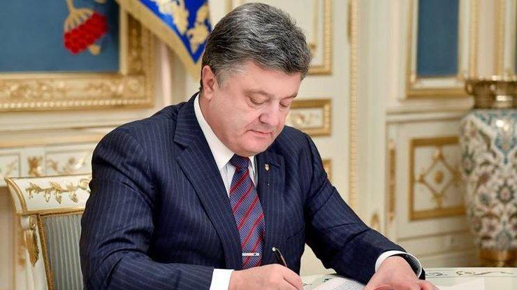 Порошенко подписал закон о повышении соцзащиты военнослужащих
