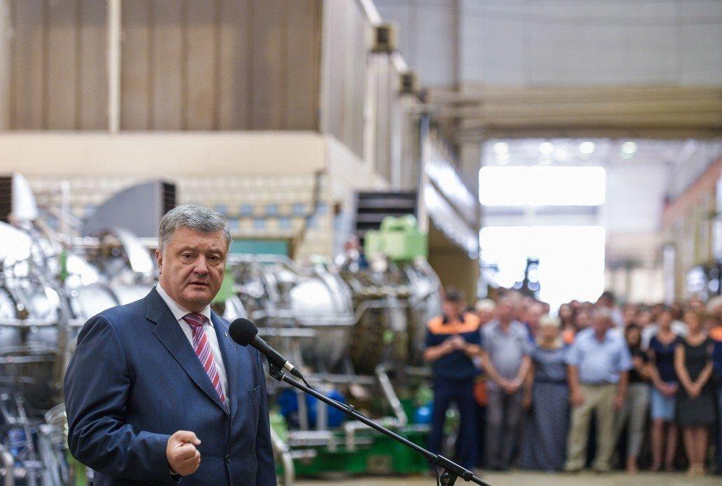 Приватизация оборонных объектов во время войны безответственна — Порошенко