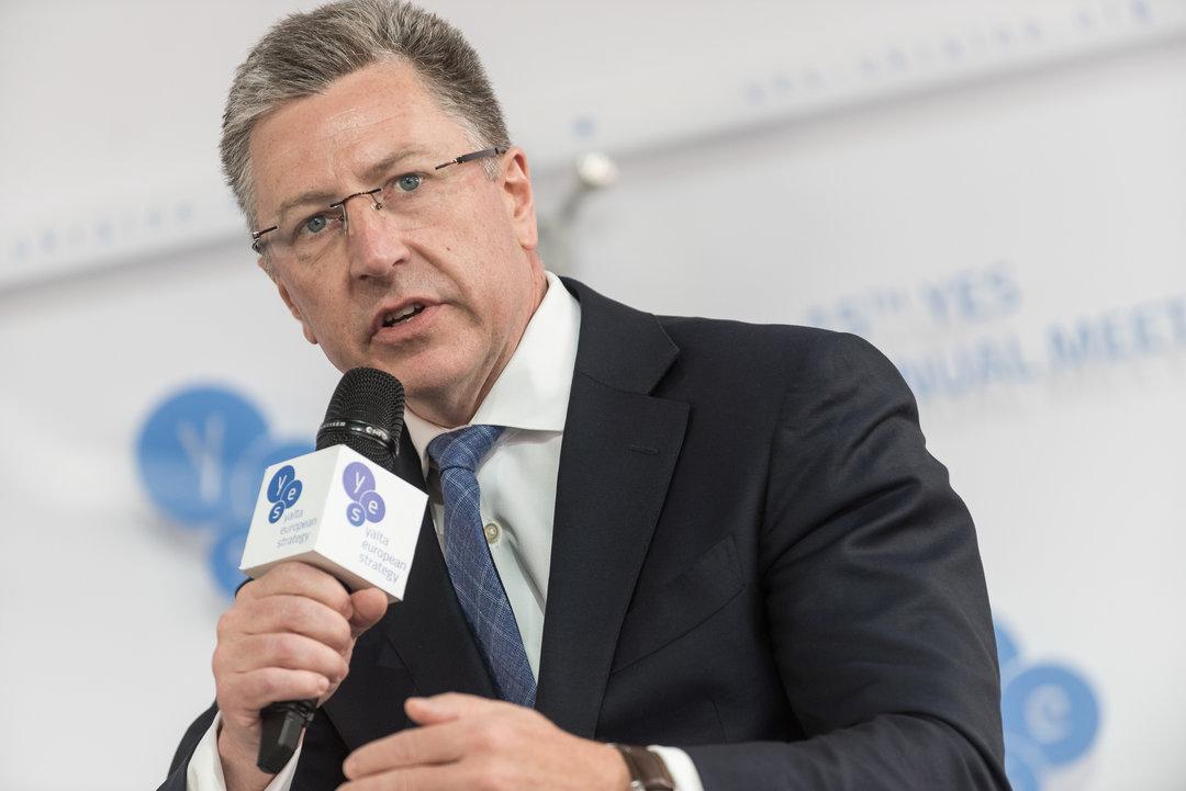 Пока на Донбассе находятся российские войска, проводить там выборы невозможно — Волкер